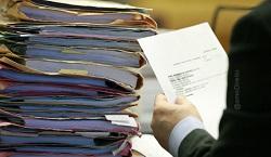 documentos_empilhados_mesa_trabalho
